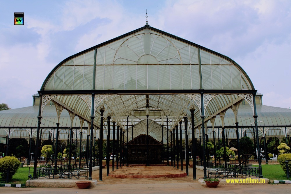 King Palace - lonely - photography - botanical garden - bangalore