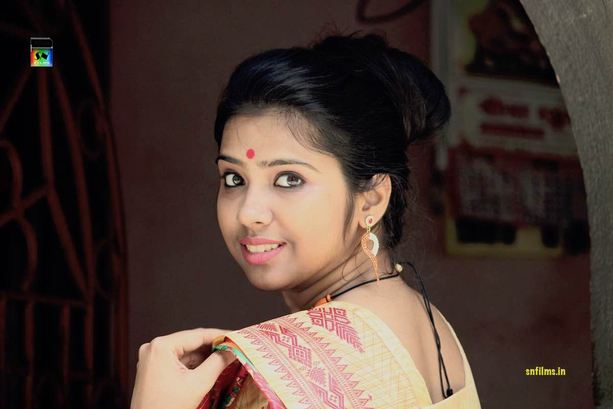 Stunning Debasmita Chatterjee performing yaad sataye dina raina classical thumri